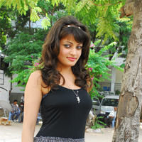 Sneha Ullal in the sets of  Madatha Kaj pictures | Picture 56478
