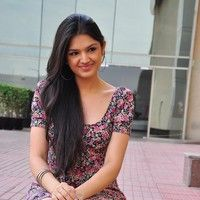 Actress tara alisha new Photos